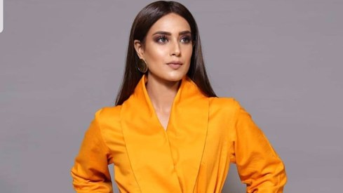 Pakistani celebrities are proving that desis can wear yellow and look fabulous