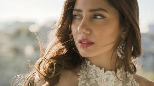 No, Mahira Khan didn't get engaged in Turkey last month