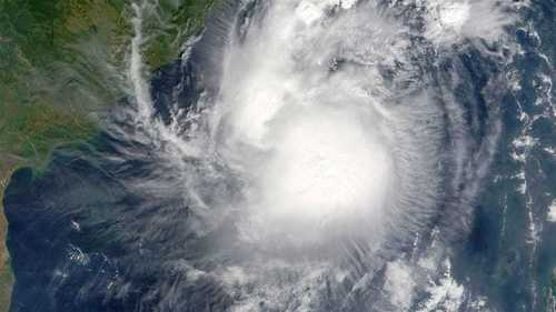 Mass evacuations as 'extremely severe' Cyclone Fani heads for India