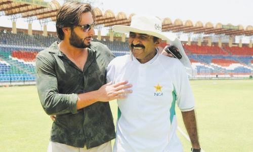 Miandad dismisses Afridi's allegations
