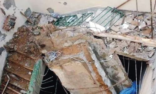Eight killed in roof collapse incidents