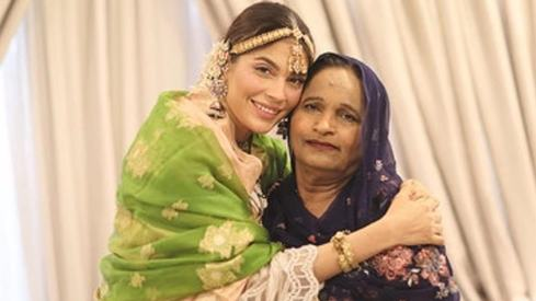 Model Amna Baber says her mother is her superhero