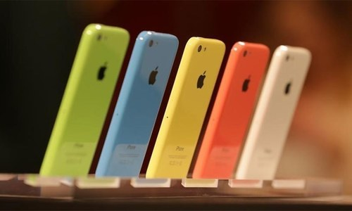 آئی فونز سست کرنے پر صارفین کو آگاہ کریں گے، ایپل