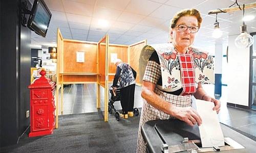 Populists eye upsets as UK, Netherlands open EU elections