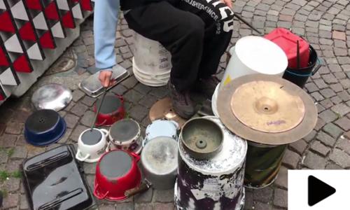 اٹلی کے ہنرمند شہری نے خالی برتن کو کمائی کا ذریعہ بنالیا