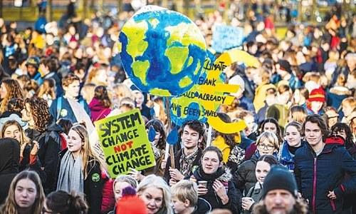 موسمیاتی تبدیلی کے خلاف یورپ میں لاکھوں نوجوانوں کا احتجاج