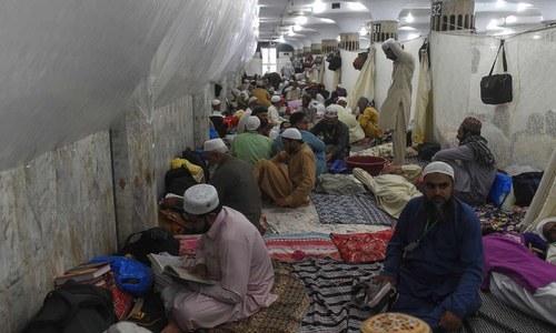 لاکھوں فرزندان اسلام اعتکاف میں بیٹھ گئے