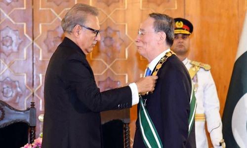 صدر مملکت نے چینی نائب صدر کو نشان پاکستان عطا کردیا