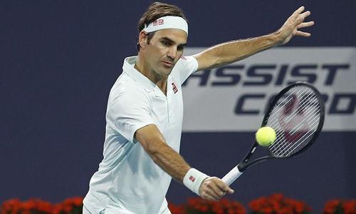 Federer marks Paris return with victory, Kerber crashes