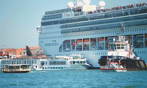 Tourists panic as cruise ship slams into Venice wharf