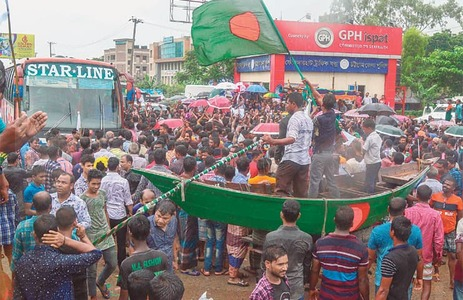 Fishermen block Dhaka-Chittagong highway in protest against catch ban