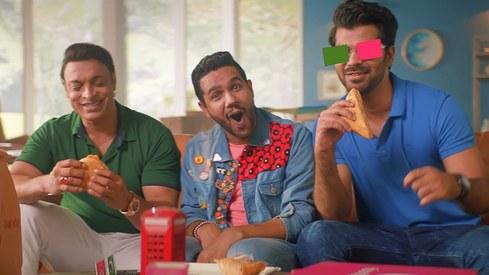 Ali Gul Pir and Shoaib Akhtar are back on screens with foodpanda's #DekhtayJaoKhahteyJao song