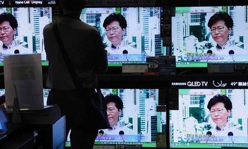 ہانگ کانگ: کئی روز کے احتجاج کےبعد ملزمان کی حوالگی کا متنازع قانون معطل