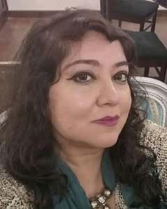 16 اگست کو کراچی میں پیدا ہونے والی خوبرو صدف منیر اپنی تین بہنوں میں سب سے چھوٹی ہیں