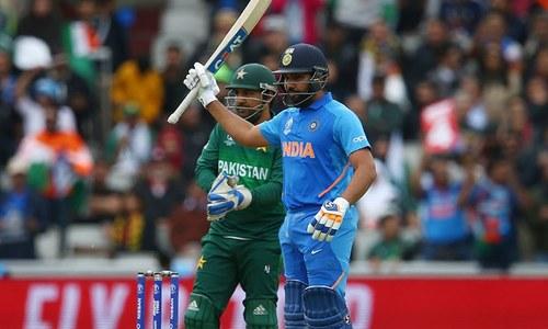 ورلڈکپ: بھارت کا پاکستان کے خلاف پراعتماد آغاز، بغیر نقصان کے 100 رنز