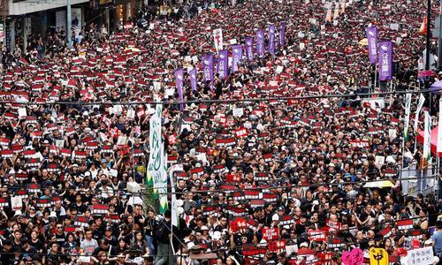 ہانگ کانگ میں مظاہرے، چیف ایگزیکٹو  نے عوام سے معافی مانگ لی