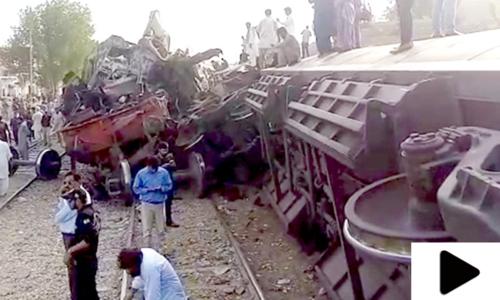 کراچی سے جانے والی جناح ایکسپریس مال گاڑی سے ٹکرا گئی