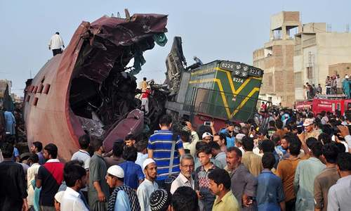 3 dead, several injured as Jinnah Express hits freight train near Hyderabad