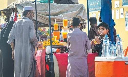 "Karachiites are beating the heat with a cool glass of ""mango juice"""