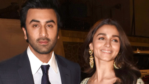 Ranbir Kapoor is not difficult. He's had a troubled past, says Alia Bhatt