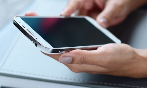 اسمارٹ فون کا بہت زیادہ استعمال جلد بڑھاپے کا خطرہ بڑھائے