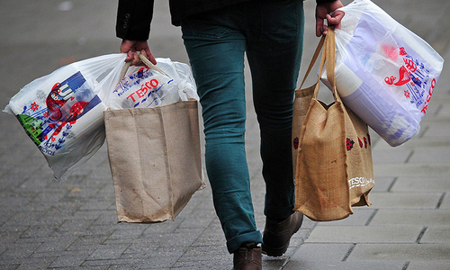 US consumer confidence hits 21-month low as tariff fears bite