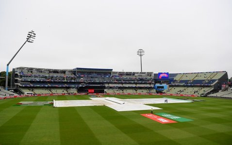 Wet outfield delays high-stakes New Zealand-Pakistan World Cup game