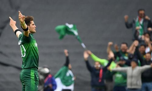 New Zealand struggle after losing 4 wickets in 18 overs in World Cup clash against Pakistan