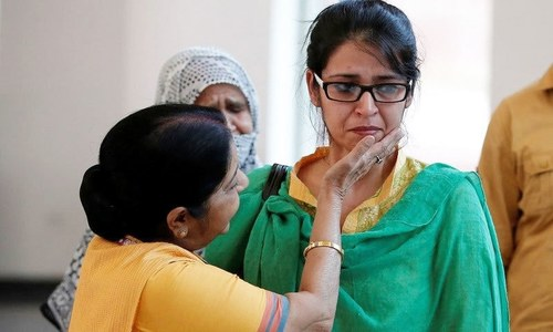 سیف علی بھارت چھوڑ کر پاکستان پہنچنے والی'عظمیٰ' پر فلم کا حصہ؟