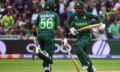 Pakistan stand at 86-2 after 20 overs as they pursue 238-run target set by New Zealand