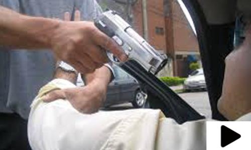 اسلحے کے زور پر دن دیہاڑے شہریوں سے لوٹ مار