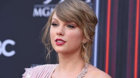 Taylor Swift writes angry post about Scooter Braun who now owns all her music