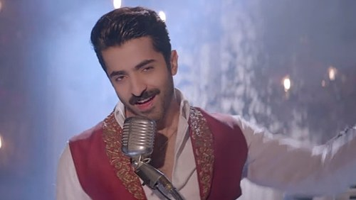 Sheheryar Munawar gets the crowd dancing in latest Parey Hut Love song