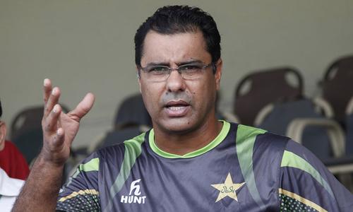 سینئر پاکستانی کھلاڑی کیریئر کو بلاوجہ طول دے کر ٹیم پر بوجھ بنتے ہیں، وقار