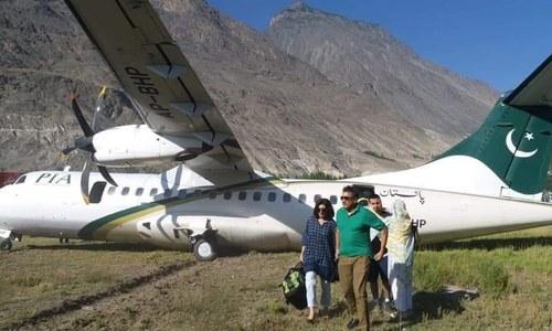 گلگت ایئرپورٹ پر پی آئی اے کا طیارہ لینڈنگ کے دوران رن وے سے اترگیا