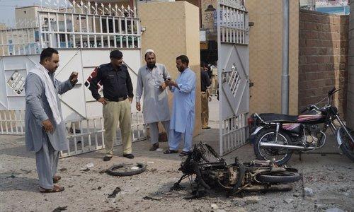 ڈیرہ اسمٰعیل خان میں فائرنگ اور بم دھماکا، 6 پولیس اہلکاروں سمیت 9 شہید