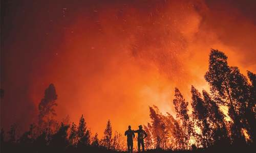 1,300 firefighters battle furious blazes in Portugal