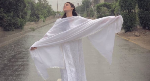 We bet you didn't enjoy the rain as much as these Pakistani celebrities