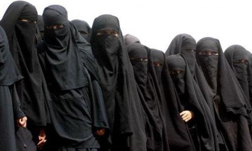 Dutch ban on burqas takes effect