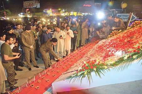 Political leadership, army chief pay homage to martyred police