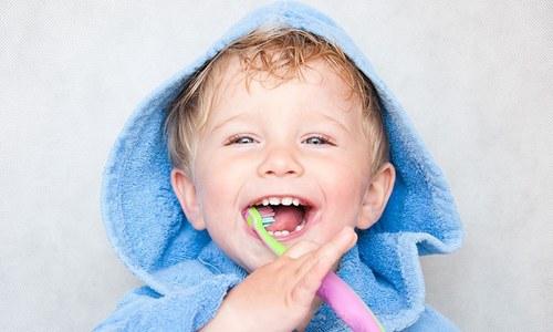 بچوں کے منہ کی صفائی کرنے کے 4 آسان طریقے