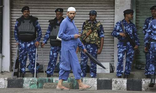 Indian troops enforce Kashmir lockdown during Friday prayers
