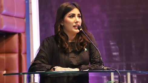 Mehwish Hayat calls out Priyanka Chopra for her faux celebrity activism