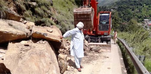 Heavy landslide blocks Mansehra road for hours