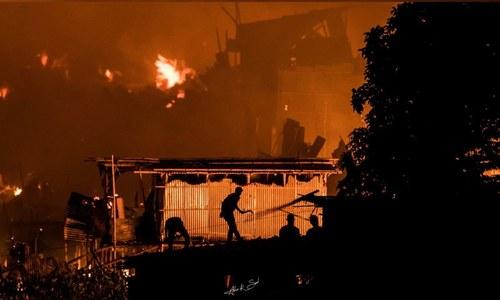 بنگلہ دیش: کچی بستی میں آتشزدگی سے ہزاروں افراد بے گھر