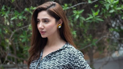 A hater called Mahira Khan out for not talking about Kashmir except she did