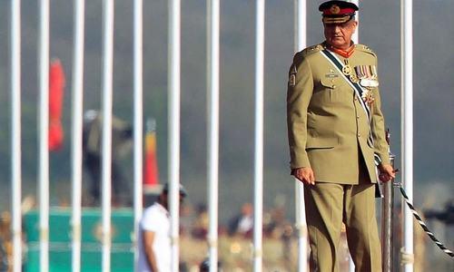 آرمی چیف جنرل قمر جاوید باجوہ کی مدت ملازمت میں 3 سال کی توسیع