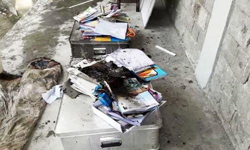 گلگت: ضلع دیامر میں لڑکیوں کے اسکول میں کتابیں، فرنیچر 'نذرآتش'