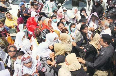 Sindh govt assures PTI lawmakers of probe into police action against protesting nurses