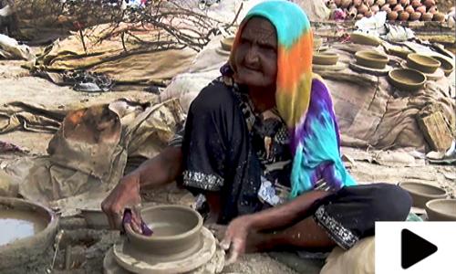 بڑھاپے میں کام کرتیں سکینہ بی بی عزم و ہمت کی ایک زندہ مثال